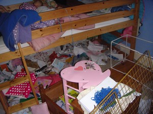 Decluttering Little Miss Green's bedroom